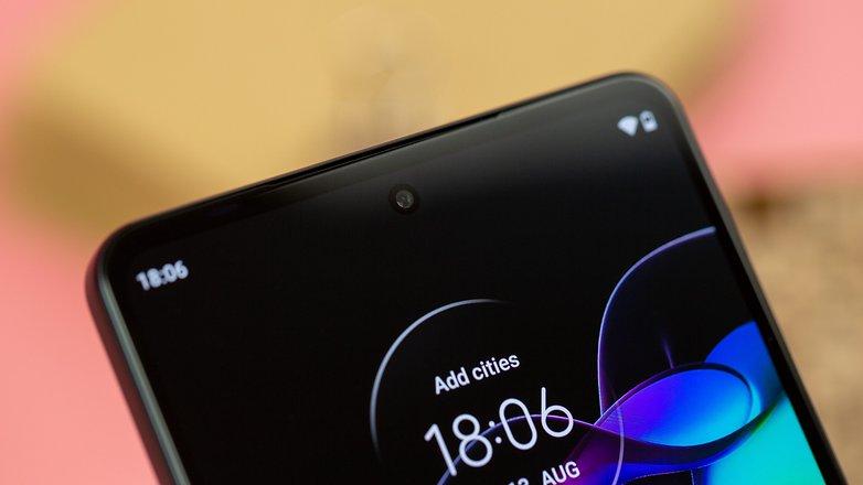 NextPit Motorola Edge 20 front camera