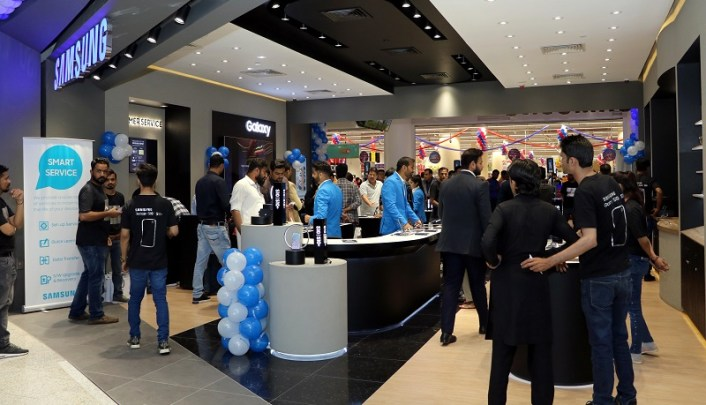 Samsung Outlet at Lucky One Mall