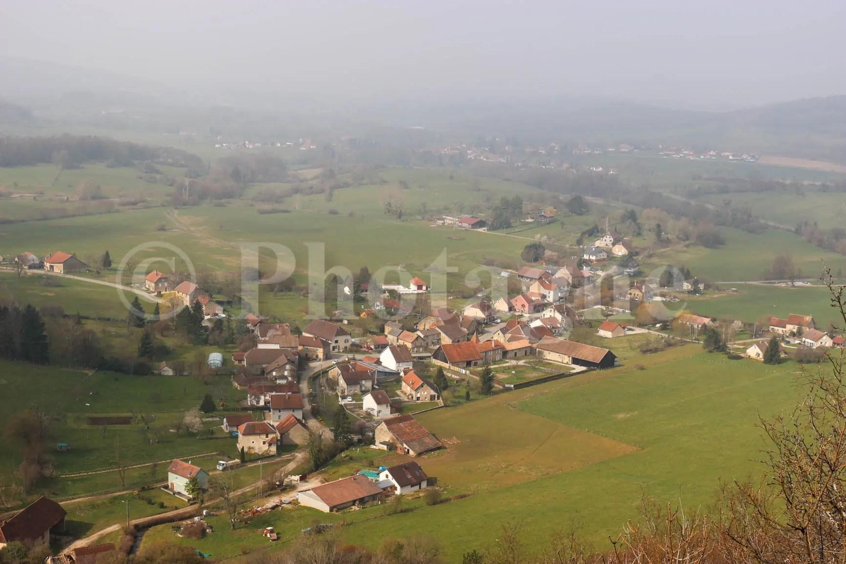 Vue sur le village de Nans