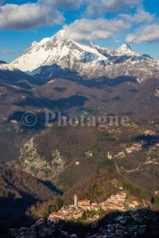 Farnocchia devant le Monte Corchia, depuis le Monte Gabberi