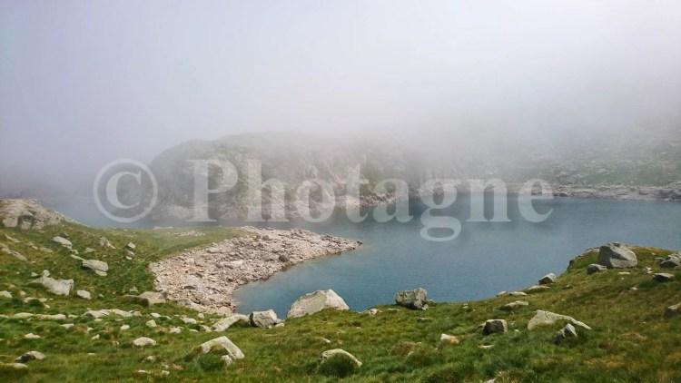 La brume se crève au lac de Rius