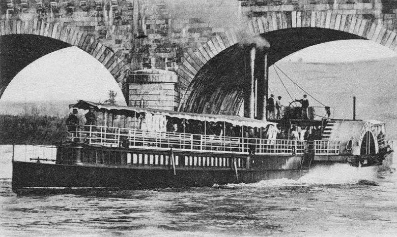 Bateau à vapeur sous le pont canal à Agen en 1905©photo archive Patrick Clermont