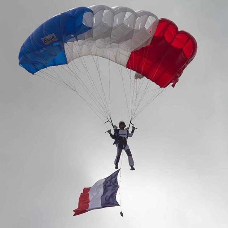 les parachutistes de l'armée de l'air en démonstration©photo Patrick Clermont