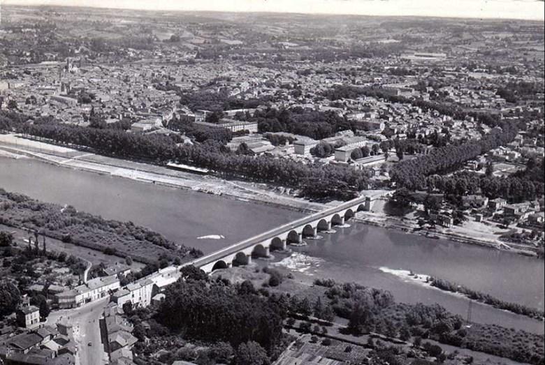 AGEN - Pont de Pierre vue aérienne-1952