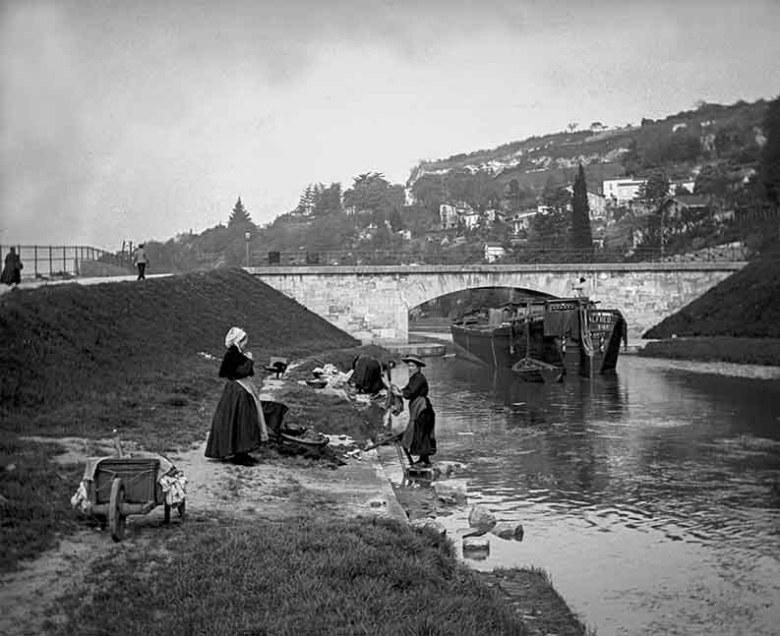 Lavandières au pont de courpian 1908
