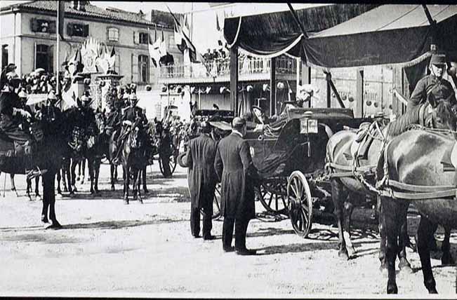 Lors des fêtes présidentielles en 1906, accueil du président Armand Fallières à la mairie d'Agen