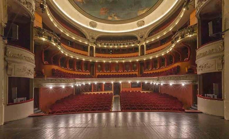 Théâtre Ducourneau à Agen vue intérieure depuis la scène du théâtre