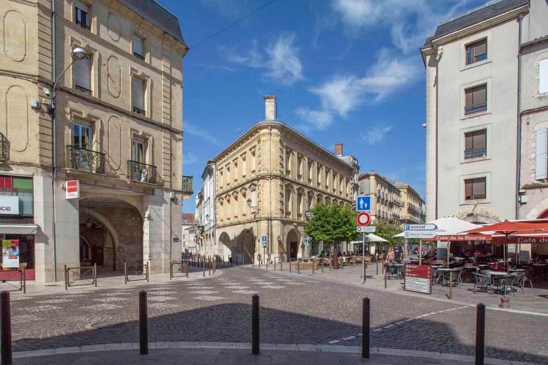 Les Cornières et le Boulevard de la République vue de la place des Laitiers