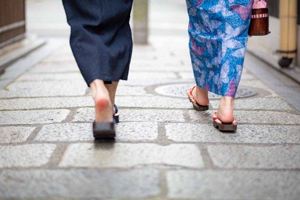 着物で散策するカップル撮影のサンプル写真
