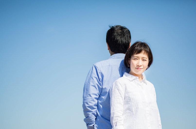 青空おバックにしたカップル撮影のサンプル写真