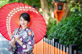 浴衣で京都を散策したカップルの女性の撮影サンプル写真