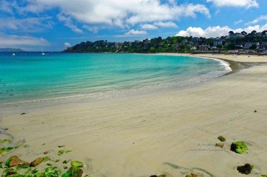 Un paysage de plage paradisiaque, photographié en Bretagne à Perros-Guirec (Côtes d'Armor).