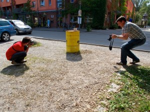 Fotografen beim Versuch eine Aufgabe zu erledigen