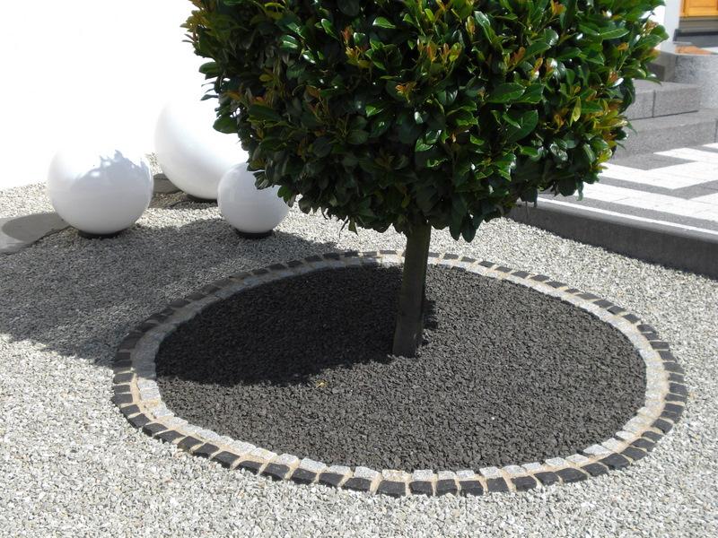 Massif Avec Galets. Simple Awesome Jardin Galets Blancs Et Noirs ...