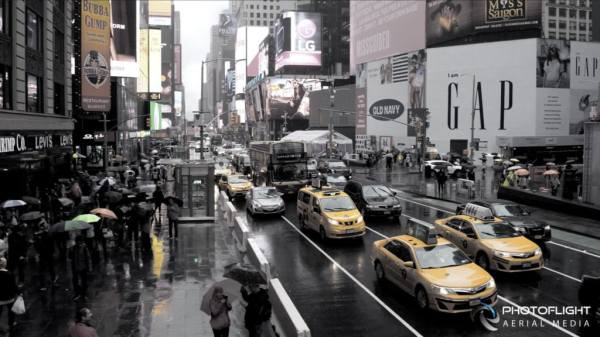 #Staydry: Rainy Day in Times Square - PhotoFlight Aerial Media