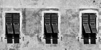 3 Fenster (sw) - PHOTOGALERIE WIESBADEN - im süden - fenster und türen