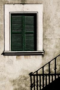 Schatten des Balkongitters (entsaettigt) - PHOTOGALERIE WIESBADEN - im süden - fenster und türen