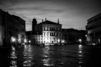 kanal bei nacht 6<br> <br>v : e : n : e : z : i : a<br>limitierte edition<br>© PHOTOGALERIE WIESBADEN