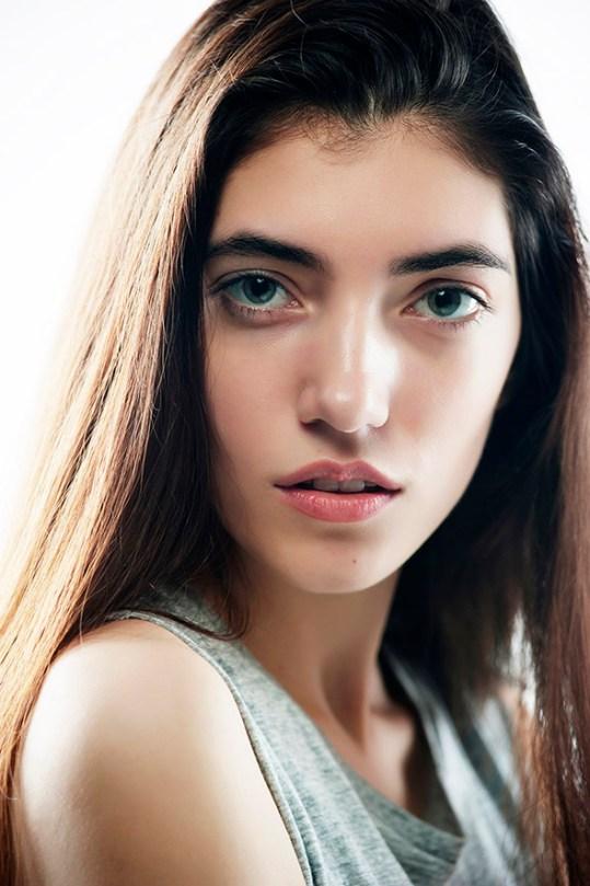 headshot for a toronto model Julia