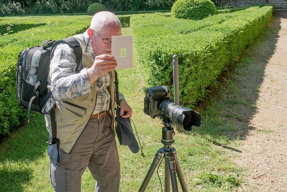 Workshopper Andrew Lines up his shot in a Tuscan garden