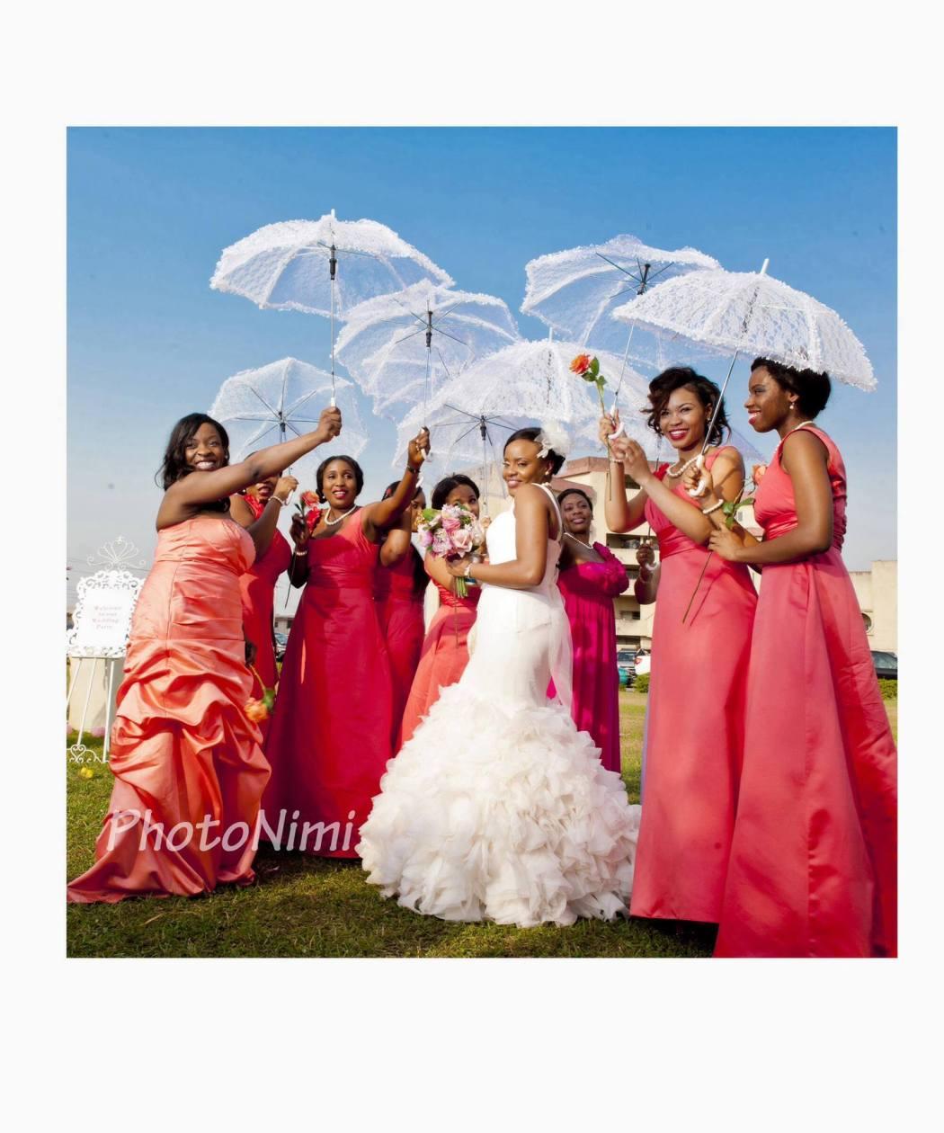 pretty bride and bridal train, photonimi