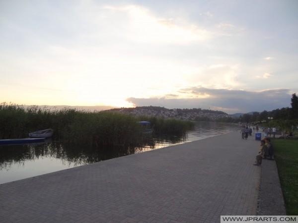Bulevardi pranë Parkut holandez në Ohër (Maqedoni)