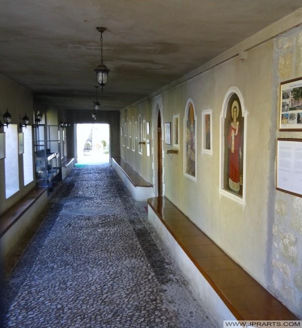коридор у Старом цркви Поградец (Албанија)