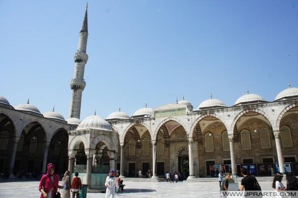 Cour de la mosquée Sultan Ahmed (Mosquée Bleue) - Istanbul, Turquie