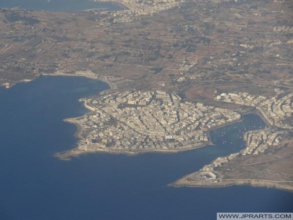 Вид с воздуха Марсаскала Бей, Марсаскала и Сент-Томас Бей (Мальта)