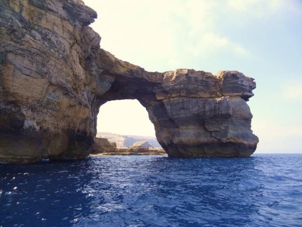 Okno Azure w Dwejra widziana z morza (Gozo, Malta)
