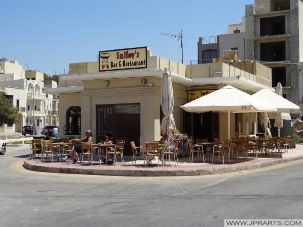 Bar & Restaurant Smiley à Marsalforn, Gozo, Malte
