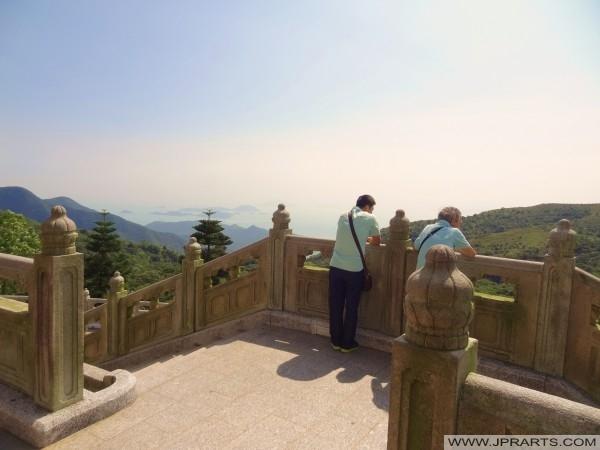 Apreciando a vista de Ngong Ping 360, Hong Kong