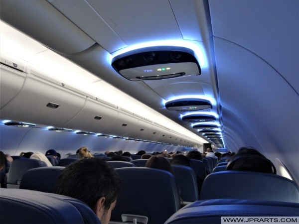 Boeing 767-300 Interior (Delta Air Lines) - Photos and Videos