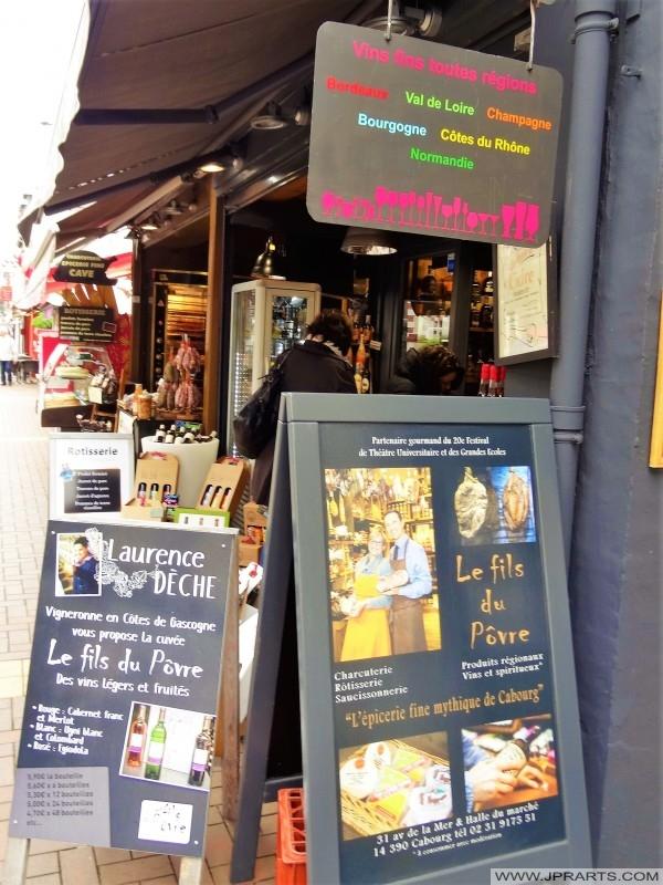 La Cave - vino, cerveza y otras bebidas alcohólicas (Cabourg, Francia)