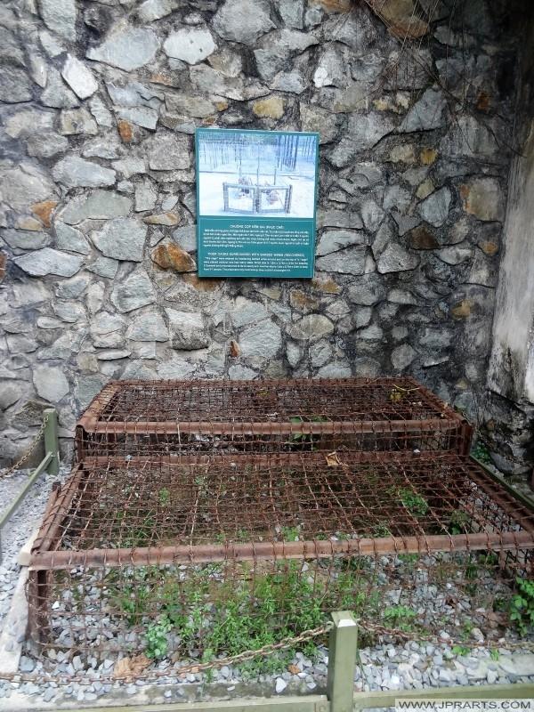 Chuồng cọp được sử dụng trong các nhà tù người Mỹ trong chiến tranh Việt Nam (Bảo tàng Chứng tích chiến tranh, Thành phố Hồ Chí Minh, Việt Nam)