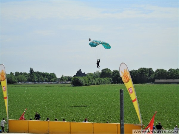 Parajumping (Volkel, the Netherlands)