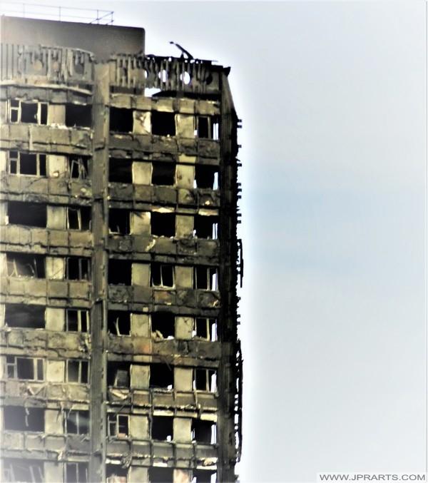 Verbrannte Appartementhaus (London, UK)