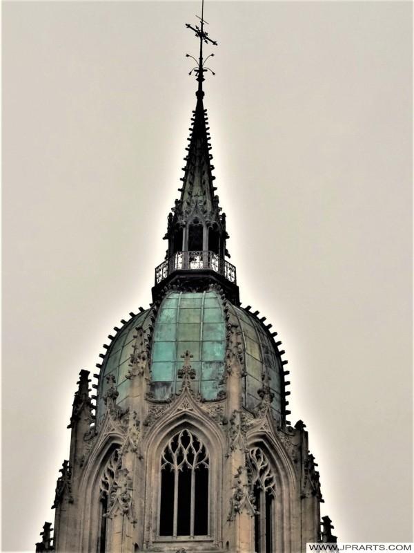 Klokkentoren van de Kathedraal van Bayeux in Normandië, Frankrijk