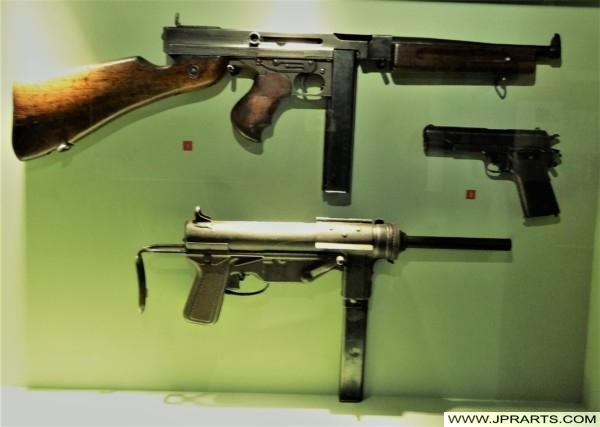 Armes au Musée Mémorial Bataille de Normandie (Bayeux, France)