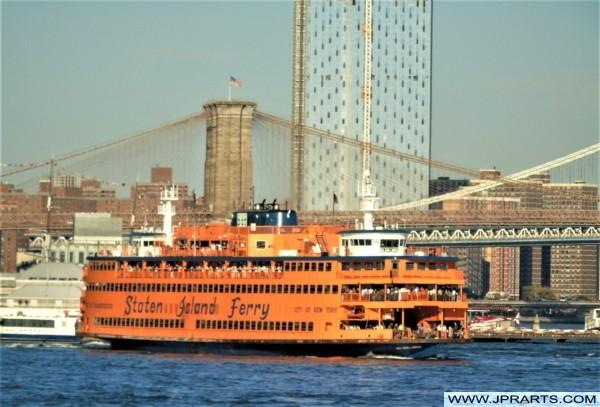 Staten Island Ferry and Brooklyn Bridge (New York, USA)