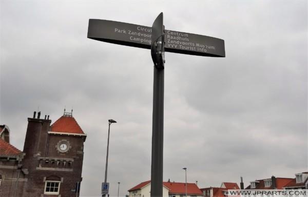 Wegweiser in Zandvoort, Niederlande