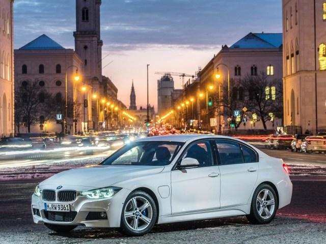 2016 BMW Série 3 330e M Sport F30