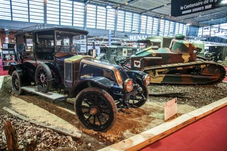 Renault taxi - WWI commemoration stand