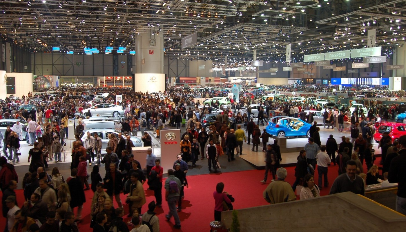 Salon Automobiles 1600 x 900