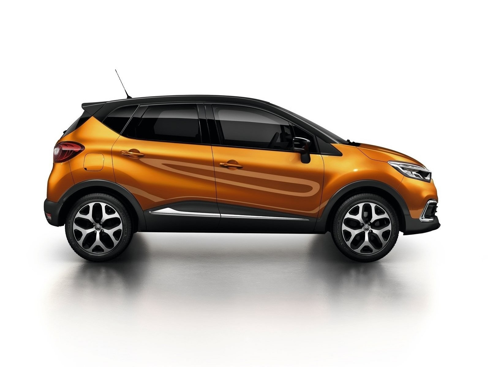 renault captur 2018 moteur de 2 0 litres qui g n re 133 ch photoscar. Black Bedroom Furniture Sets. Home Design Ideas