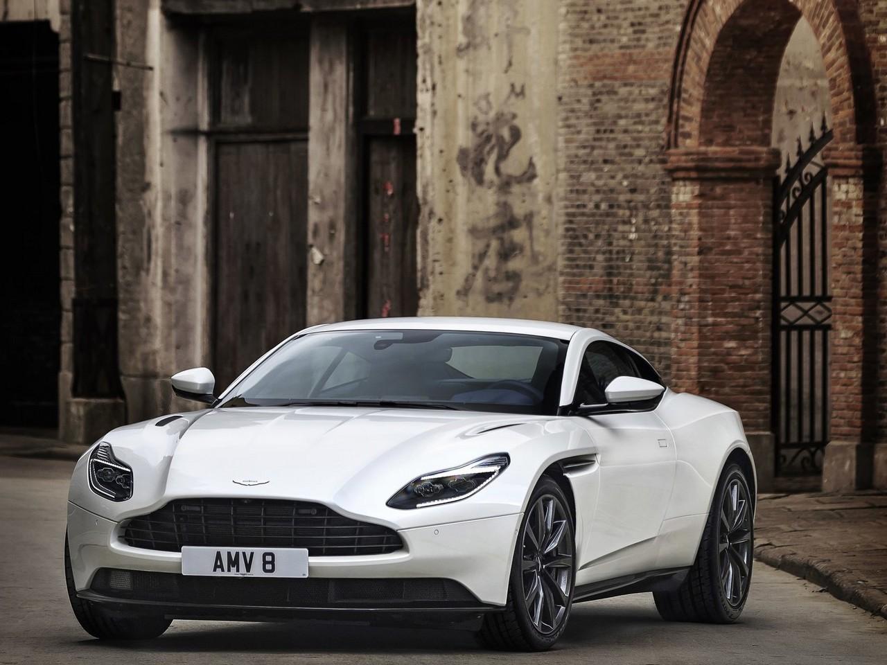 2018 Aston Martin_DB11_V8
