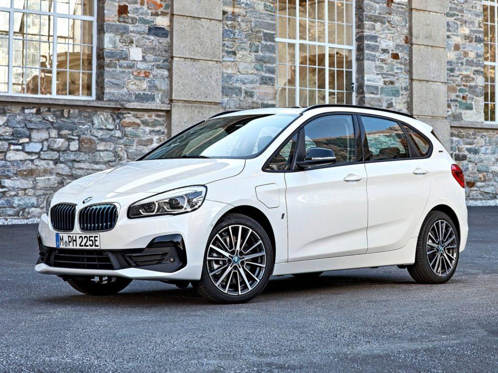 vu avant de coté BMW 225xe iPerformance 2019