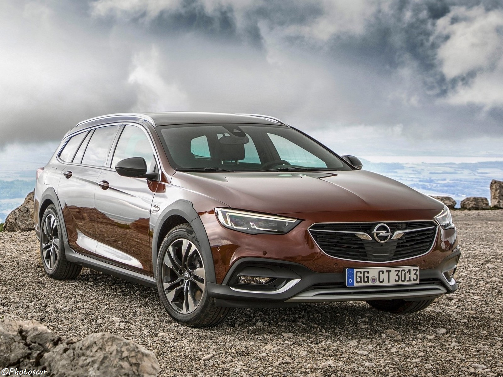 opel insignia country tourer 2018 une foresti re. Black Bedroom Furniture Sets. Home Design Ideas