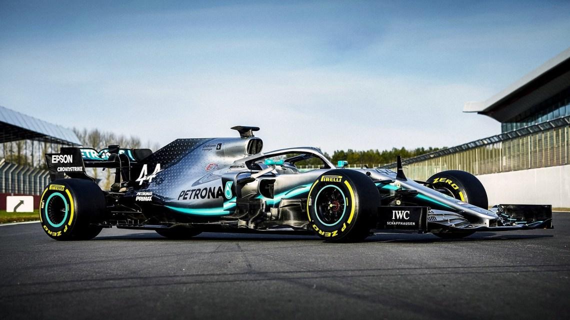 Mercedes AMG F1 W10 2019 pour la première fois en piste à Silverstone.