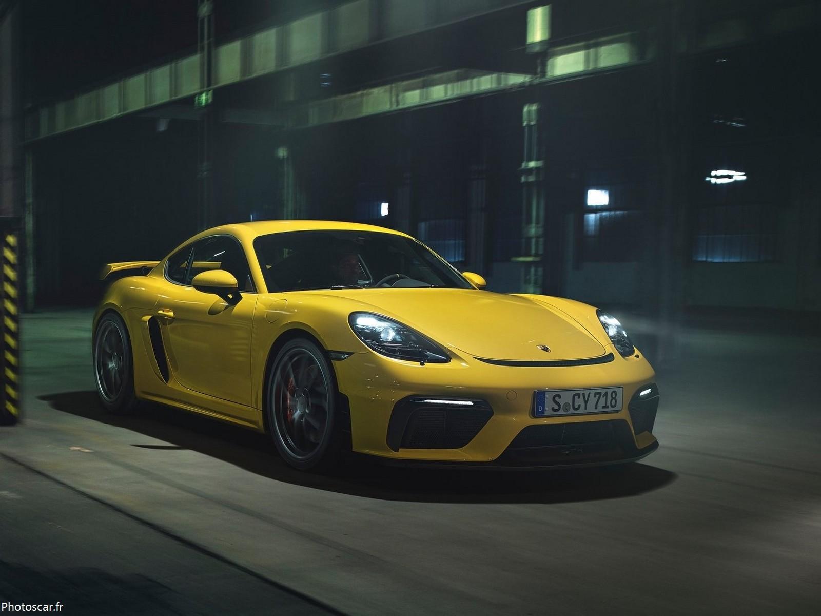 Porsche_718_Cayman_GT4 2020